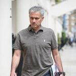 Cantona sideswipe as Mourinho closes in on Manchester United