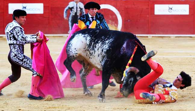 Spanish-matador-gored-to-death-in-the-ring