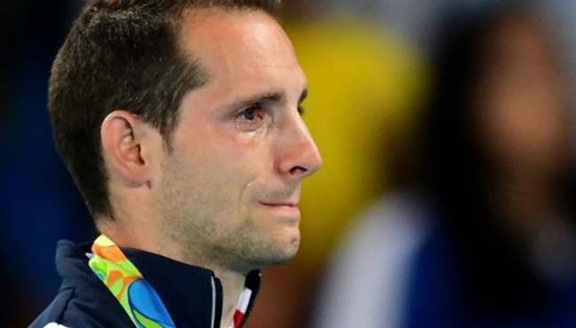 Tearful Lavillenie booed again at medal ceremony