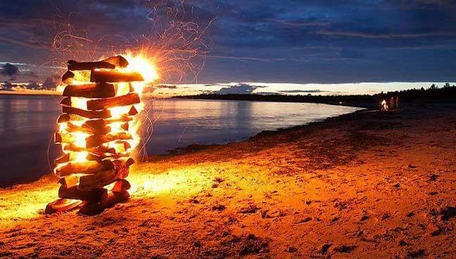 http://s3media.freemalaysiatoday.com/wp-content/uploads/2016/08/bonfires1.jpg