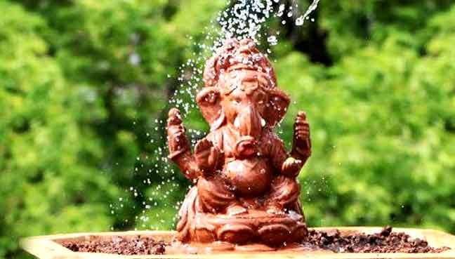 sculptor-makes-a-Ganesh-ido
