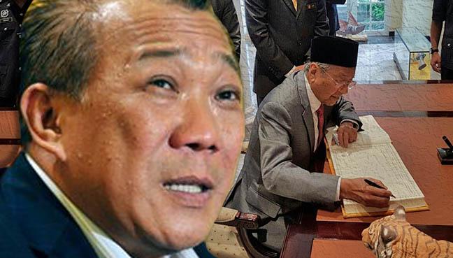 Dr Mahathir dengan Agong