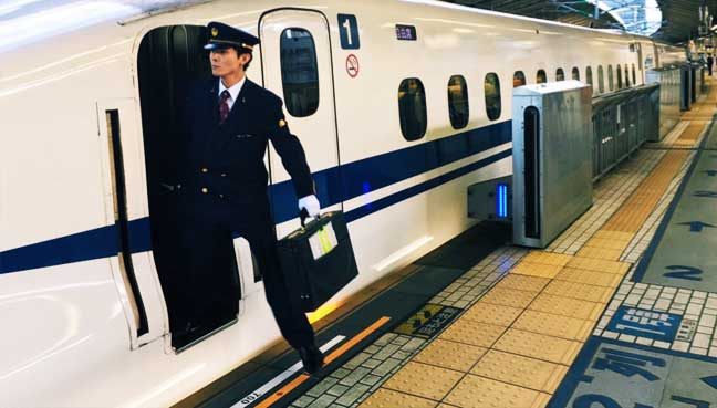 Japan-train-driver-pees-on-track