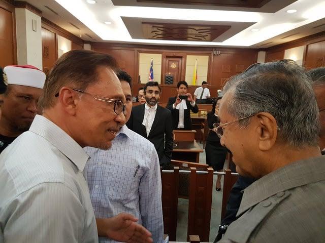 Tun Mahathir-Anwar meet an act of political desperation - Zahid