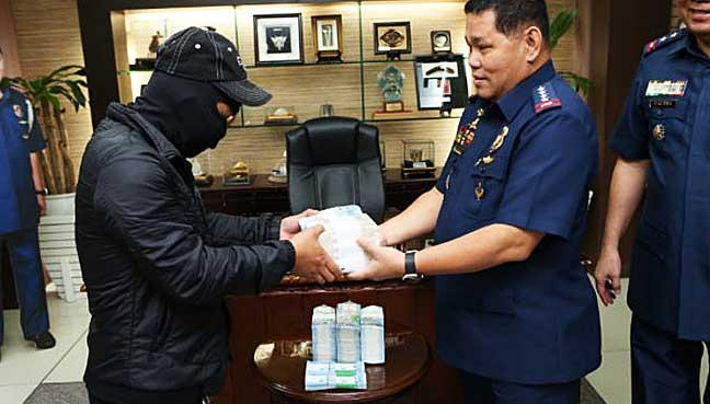 Philippines' Duterte urges Abu Sayyaf to stop kidnappings, start talks