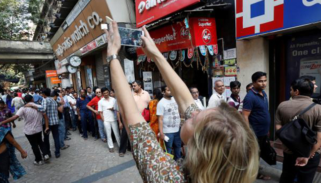 ATMs run dry in Noida, residents struggle without sufficient cash