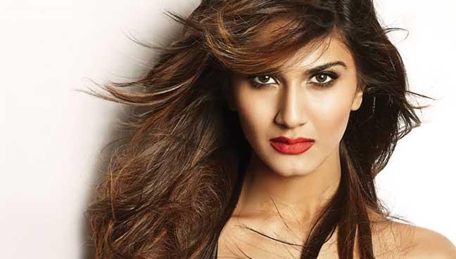 'Befikre' song 'Khulke Dulke' out! Ranveer and Vaani do 'bhangra' in Paris