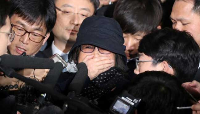 Prosecutors detain woman at core of SKorea political crisis