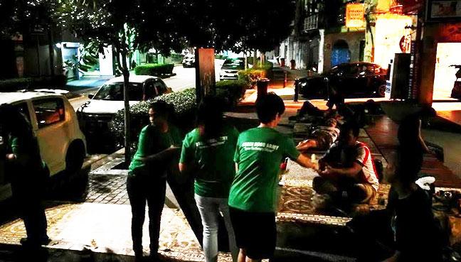Robin Hood Bawa Makanan Restoran Kepada Miskin Bandar Free