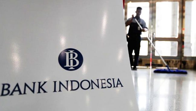 Indonesia retains benchmark rate as rupiah slumps on Fed policy