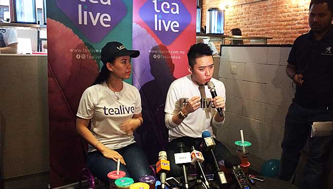 Loob Holding Sdn Bhd chief executive officer Bryan Loo (middle, white shirt) speaking to reporters after launching Loob's new brand, Tealive.