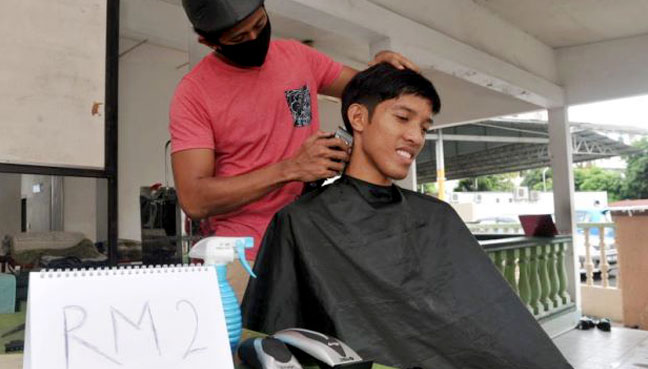 Finance diploma holder offers home haircut service for RM2