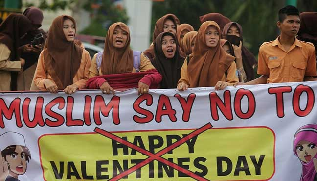 news story lifestyle indonesian muslim school students protest valentine
