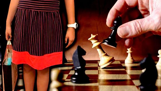 chess_girl_play_600new