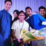 Dari kiri: Peter Chong, Raden Ahmad, Faizal (penyampai Melaka FM), Tengku Kery (designer Muslim Model Show 2016), Rudy Ludinata (perunding imej MMS2016).  Belakang pula peserta MMS2016.