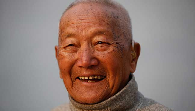 Experts seek age ban for Everest climb after 85-year-old dies