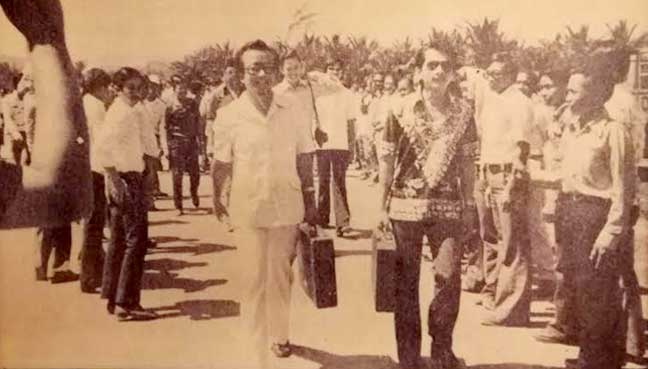 Peter Mojuntin (in white) accompanied by Marcel Leiking (Batik) on nomination day for Moyog state assembly seat 1976