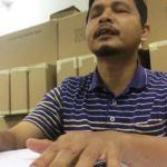 Zamzuri Ghani mendemonstrasi bacaan Al-Quran menggunakan versi Braille.