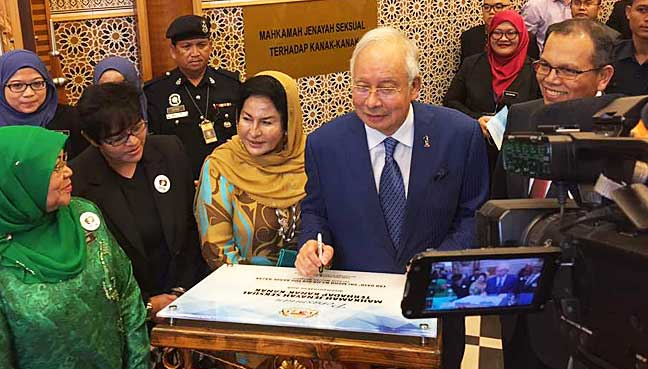 Najib calls on Muslims to foster peace, unity
