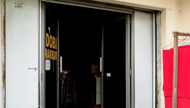 Dobi tradisional seperti kedai Pak Cik Yeow di Petaling Jaya ini terpaksa mempelbagaikan perkhidmatan untuk kekal.