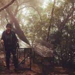 Beberapa kerusi dan tempat untuk pendaki berehat di Gunung Santubong, yang menjadi tempat Nazar Yunus mencari rezeki sebagai malim gunung.