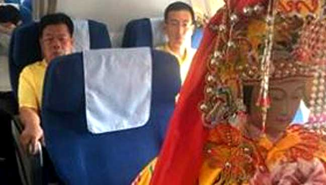 Chinese-deities-fly-busines