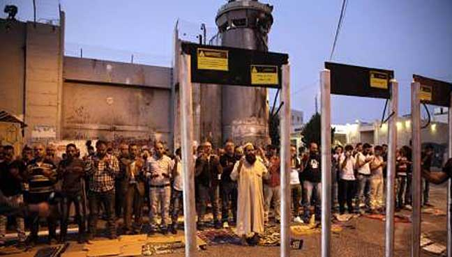 Jew Detector: Netanyahu Defends Climbdown On Holy Site Metal Detectors