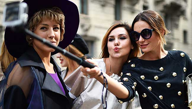 milan bans selfie sticks and food trucks free malaysia today. Black Bedroom Furniture Sets. Home Design Ideas