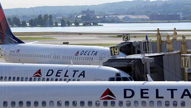 Three injured on Delta flight after passenger fights with flight attendant