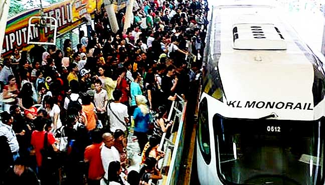 kl-monorail-crowded