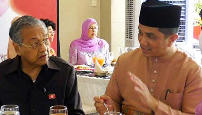 Parti Pribumi Bersatu Malaysia (PPBM) chairman Dr Mahathir Mohamad and Selangor MB Azmin Ali at the Hari Raya open house organised by PPBM president Muhyiddin Yassin today.