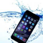 smartphone-falls-in-water