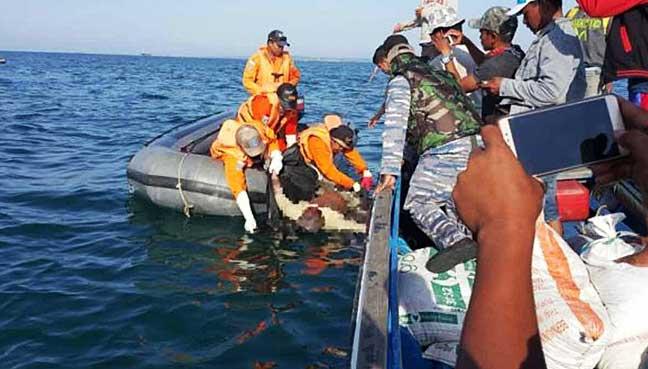 speedboat-capsized-off-the-coast-of-Borneo-Tuesday.