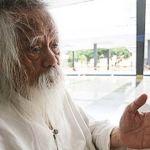 Pak Samad ketika ditemui di Masjid Negara, salah satu tempat yang sering menjadi tumpuannya di bandar raya Kuala Lumpur.