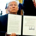 Donald-Trump-holds