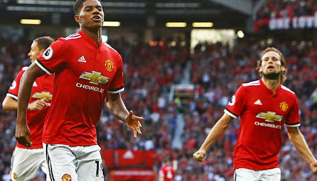 Manchester United defeat Leicester City 2-0 in a Premier League duel