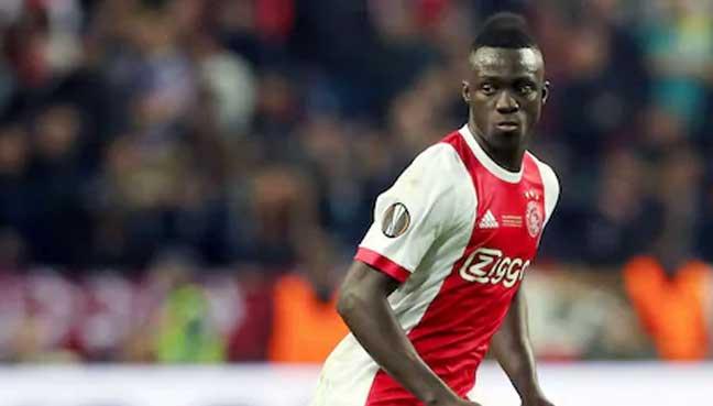 Tottenham complete signing of Ajax defender Sanchez