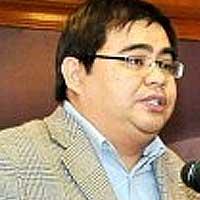 Awang Azman: Chances of Malay tsunami slim as the Malay votes are split among Umno, PAS and Pakatan Harapan.