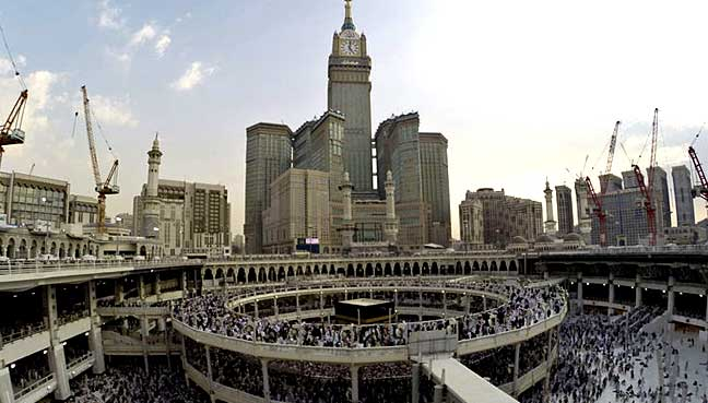 saudi arabia to resume building mammoth mecca hotel