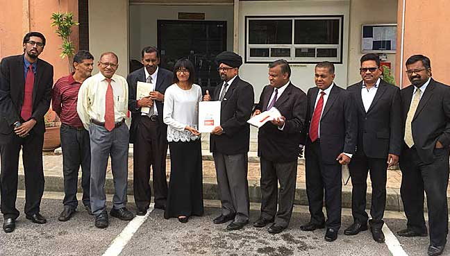New Generation Party president A. Rajaretinam (middle) presenting the formal application to join Pakatan Harapan to PKR staff M. Thamayanthi here today. With him are other party leaders.