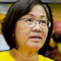 Maria says Tengku Adnan should not mix politics with the functions of the government.