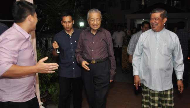 Dr M's dinner date with Mat Sabu stirs excitement among neighbours