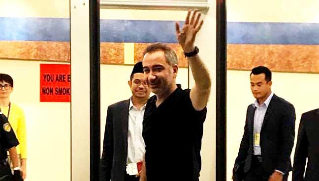 Mustafa Akyol waves as he prepares to board his flight at the Kuala Lumpur International Airport last night.