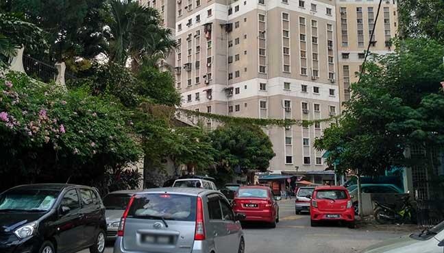 Jalan menuju ke Pangsapuri Bukit Baru dan juga ke pusat tahfiz yang dibimbangi boleh merumitkan kerja menyelamat sekiranya berlaku kecemasan
