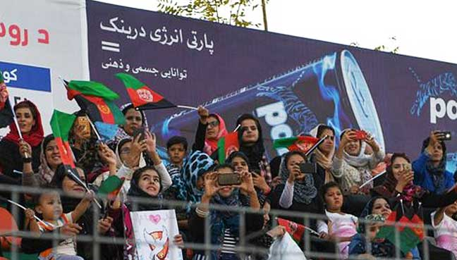 Afghan-female-football-fans-show-their-support