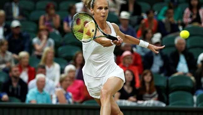 WTA MOSCOW - Mladenovic gets tenth loss in a row. Vesnina, Vandeweghe upset