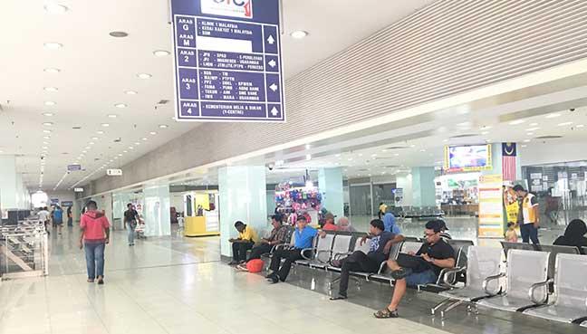 Orang ramai singgah di Pudu Sentral hanya untuk ke Jabatan Imigresen atau Jabatan Pendaftaran Negara, bukan untuk menaiki bas.