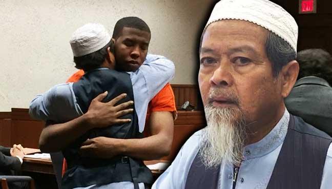 Abdul-Munim Sombat Jitmoud ketika mengampunkan Trey Alexander Relford di mahkamah di Kentucky, AS.