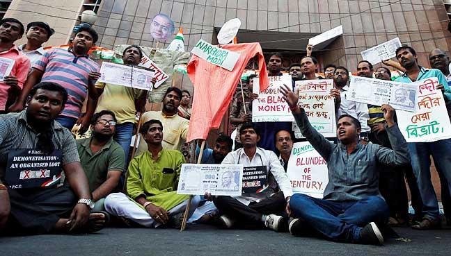 India-rupee-protest
