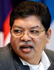 Johari says Mahathir never placed controversial issues under the OSA before they were debated in the Dewan Rakyat.